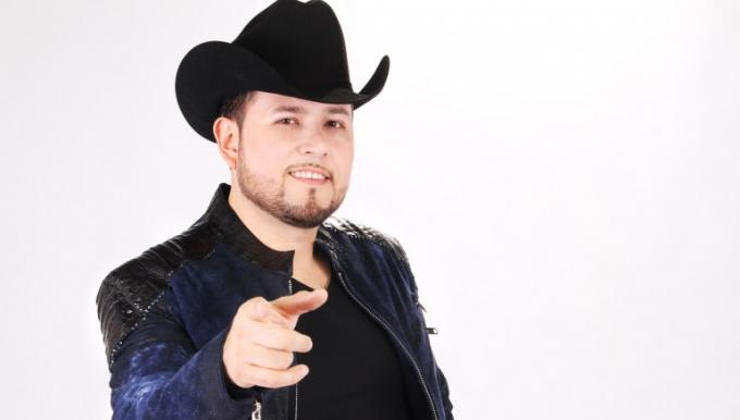 Roberto Tapia at The Forum